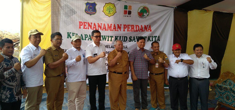 Penanaman Perdana Kelapa Sawit Rakyat (PSR)